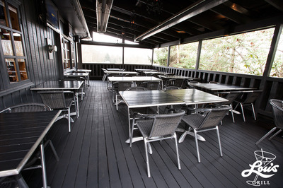 LOU'S GRILL - Famous Patio